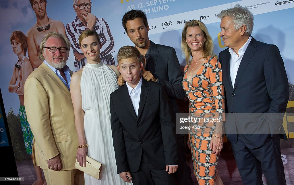 Actors Felix von Manteuffel, Thekla Reuten, Marius Haas, Florian David Fitz, Leslie Malton and Henry Huebchen pose at the 'Da geht noch was' Germany premiere at Mathaeser on September 4, 2013 in Munich, Germany.