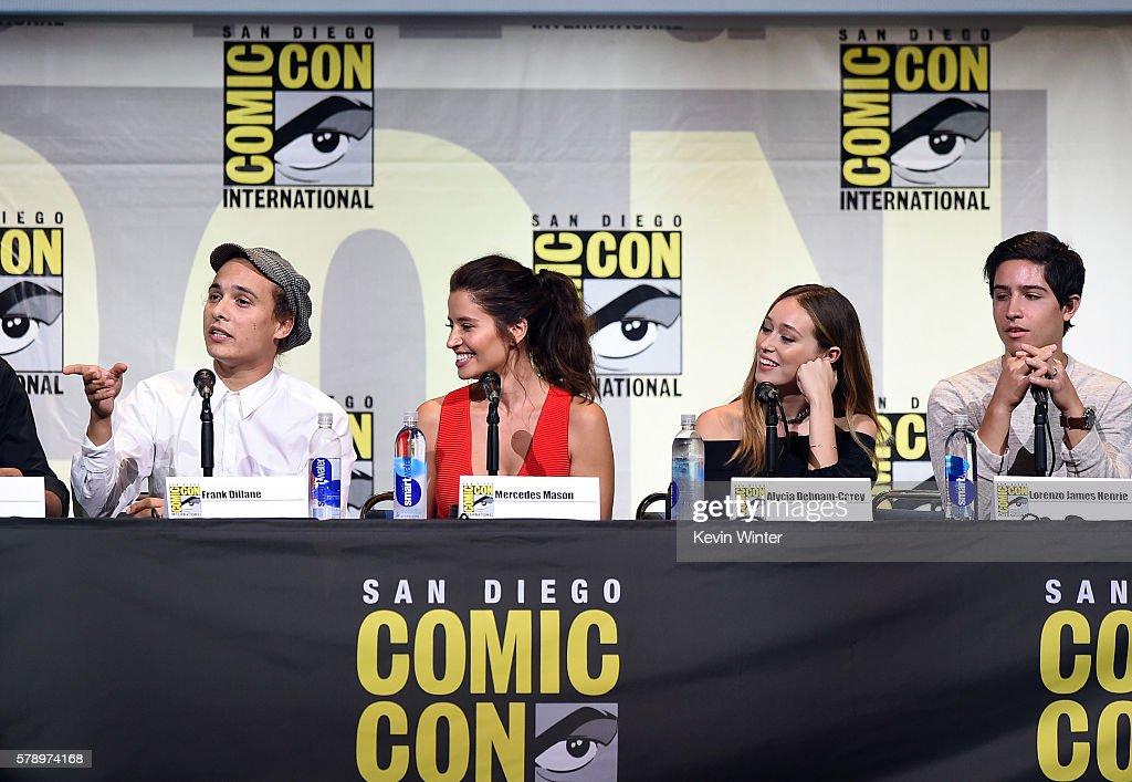Actors Frank Dillane Mercedes Masohn Alycia Debnam Carey and Lorenzo James Henrie attend AMC's 'Fear The Walking Dead' Panel during ComicCon...