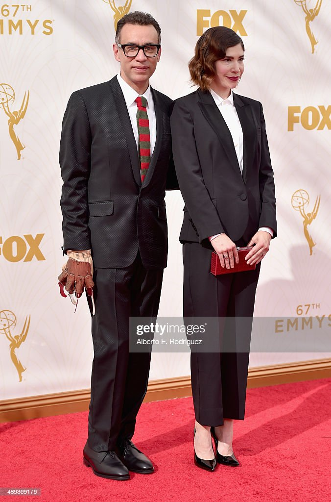 Actors Fred Armisen and Carrie Brownstein attend the 67th Emmy Awards at Microsoft Theater on September 20 2015 in Los Angeles California 25720_001
