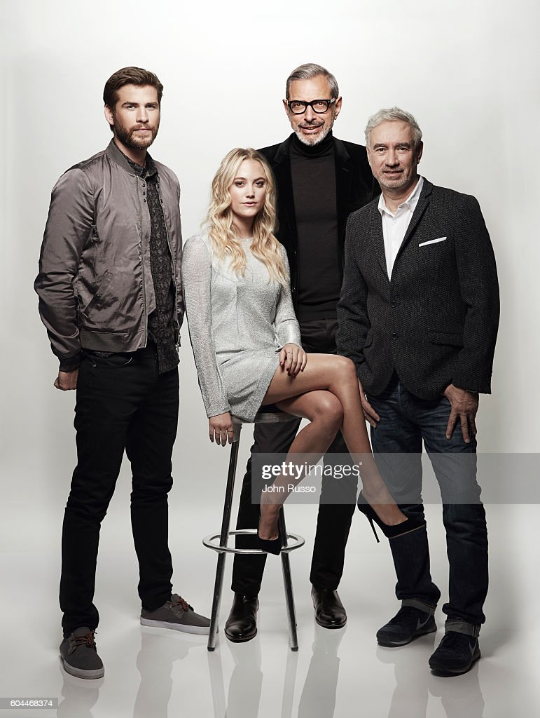 Resurgence Liam Hemsworth, Jeff Goldblum, and Maika Monroe are photographed with filmmaker Roland Emmerich f for 20th Century Fox on March 23, 2016 in Los Angeles, California.