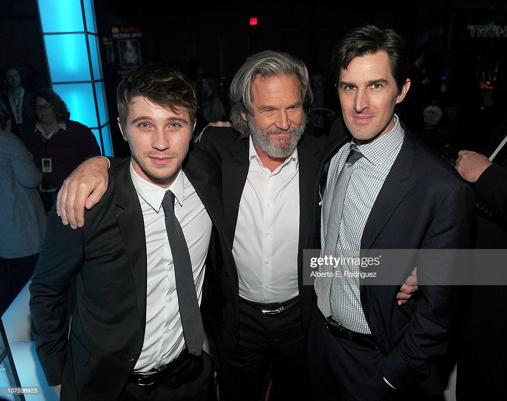 Actors <a gi-track='captionPersonalityLinkClicked' href=/galleries/search?phrase=Garrett+Hedlund&family=editorial&specificpeople=2290407 ng-click='$event.stopPropagation()'>Garrett Hedlund</a>, <a gi-track='captionPersonalityLinkClicked' href=/galleries/search?phrase=Jeff+Bridges&family=editorial&specificpeople=201735 ng-click='$event.stopPropagation()'>Jeff Bridges</a> and Director <a gi-track='captionPersonalityLinkClicked' href=/galleries/search?phrase=Joseph+Kosinski&family=editorial&specificpeople=7113921 ng-click='$event.stopPropagation()'>Joseph Kosinski</a> attend Walt Disney's 'TRON: Legacy' World Premiere after party held at The Grand Ballroom on December 11, 2010 in Los Angeles, California.