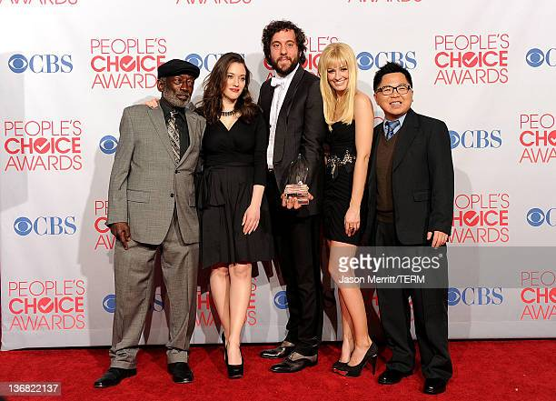 Actors Garrett Morris Kat Dennings Jonathan Kite Beth Behrs and Matthew Moy pose with Favorite New TV Comedy for '2 Broke Girls' in the press room...