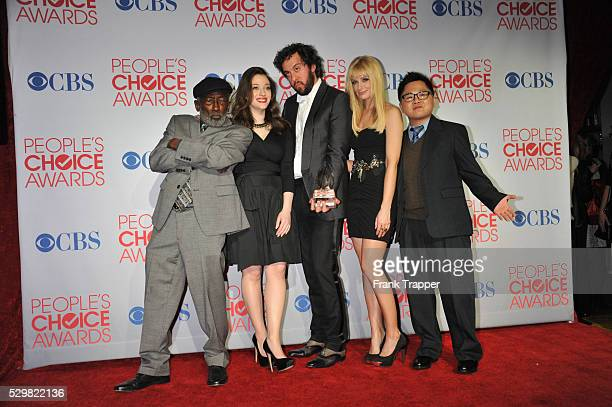 Actors Garrett Morris Kat Dennings Jonathan Kite Beth Behrs and Matthew Moy pose with Favorite New TV Comedy for '2 Broke Girls' in the press room at...