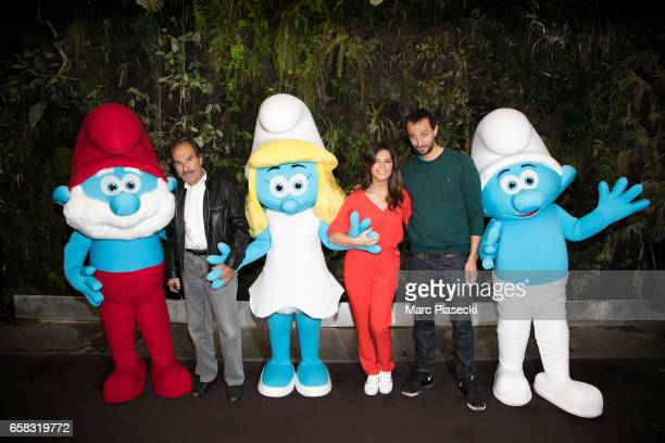 Actors Gerard Hernandez Laetitia Milot and Arie Elmaleh attend the 'Smurfs The Lost Village' photocall at Hotel Pershing Hall on March 27 2017 in...