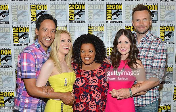 Actors Gillian Jacobs Danny Pudi Yvette Nicole Brown Joel McHale and Allison Brie attend the 'Community' Press Room during ComicCon International...