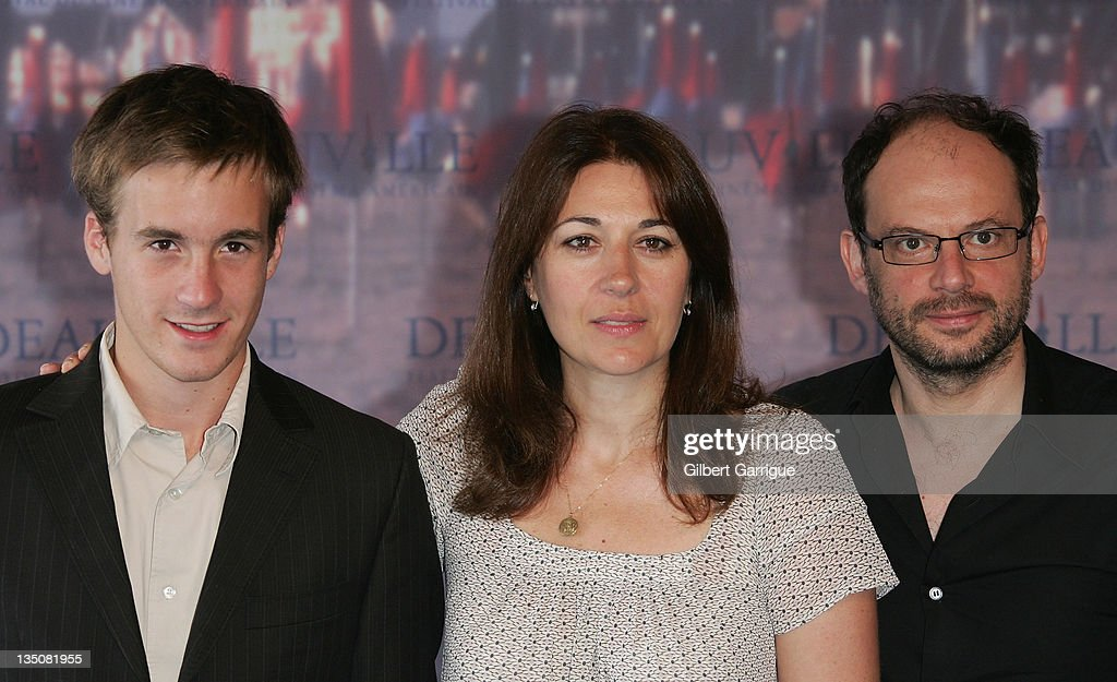 Actors Gregoire Leprince-Ringuet, Valerie Benguigui and Denis Podalydes pose at the photocall for ' La Vie d'Artiste ' during the 33rd Deauville American Film Festival, on september 02, 2007 in Deauville, France.