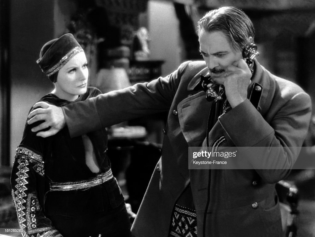 Actors Greta Garbo and Lionel Barrymore playing a scene of the film 'Mata Hari' on September 25 1932 The movie is based on real events in the life of...