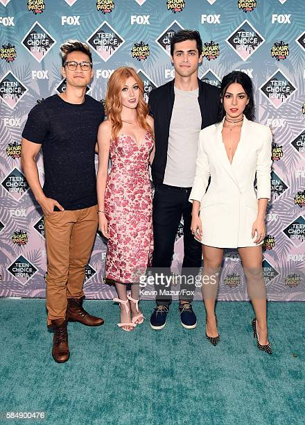 Actors Harry Shum Jr Katherine McNamara Matthew Daddario and Emeraude Toubia attend Teen Choice Awards 2016 at The Forum on July 31 2016 in Inglewood...