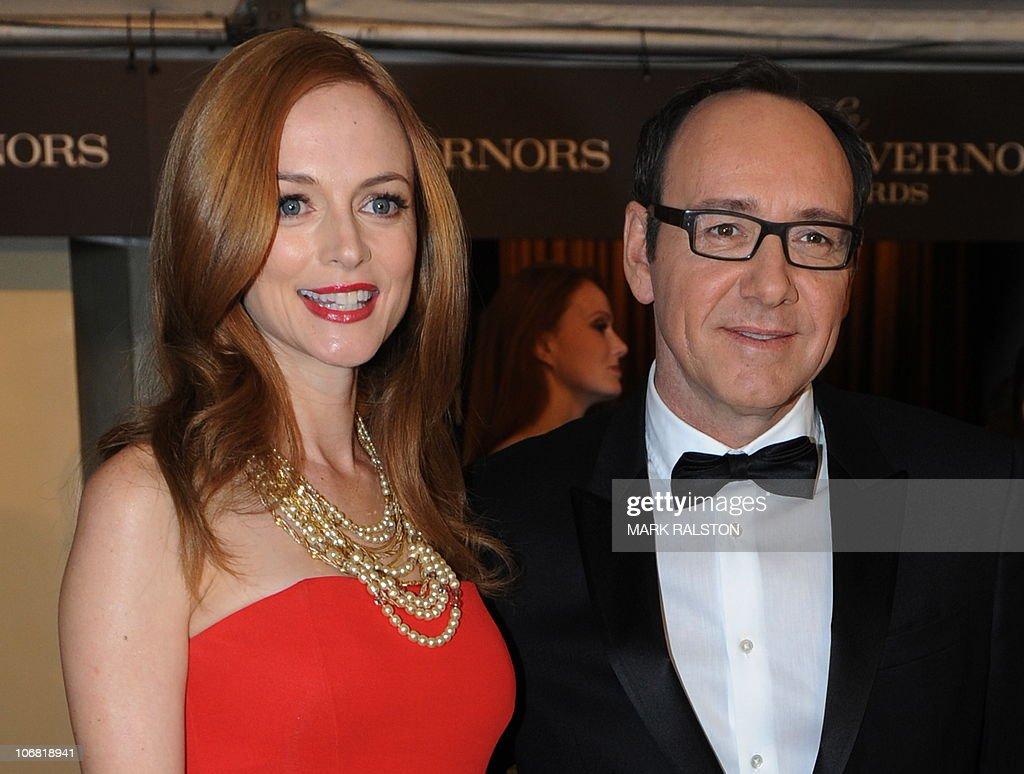 Actors Heather Graham and Kevin Spacey (R) arrive on the red carpet for the 2010 Oscars Governors Awards at the Hollywood and Highland Center in Hollywood on November 13, 2010. AFP PHOTO/Mark RALSTON