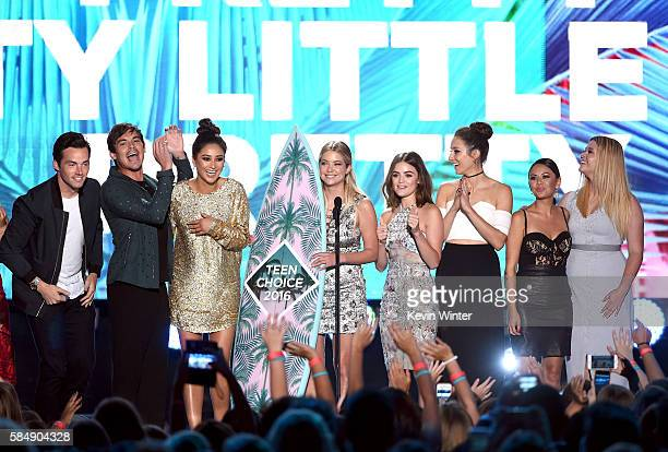 Actors Ian Harding Tyler Blackburn Shay Mitchell Ashley Benson Lucy Hale Troian Bellisario Janel Parrish and Sasha Pieterse accept the award for...