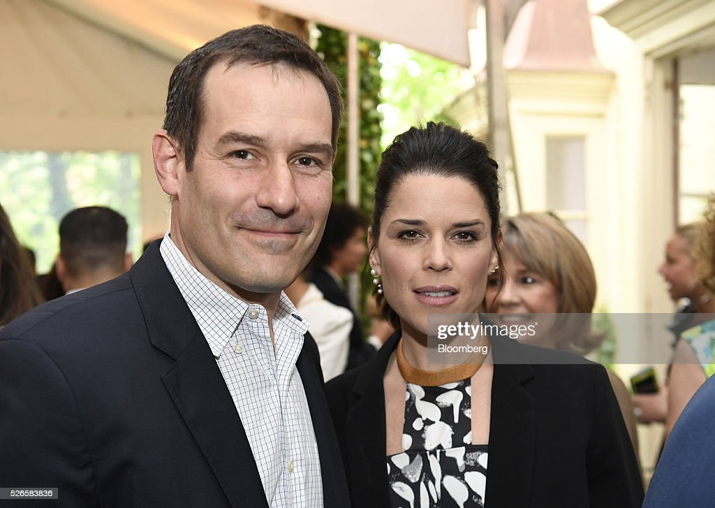 Actors Ian Kahn, left, and Neve Campbell attend the 23rd Annual White House Correspondents' Garden Brunch in Washington, D.C., U.S., on Saturday, April 30, 2016. The event will raise awareness for Halcyon Incubator, an organization that supports early stage social entrepreneurs 'seeking to change the world' through an immersive 18-month fellowship program. Photographer: David Paul Morris/Bloomberg via Getty Images