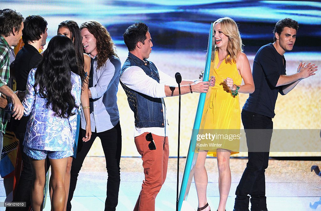 Actors Ian Somerhalder, Michael Trevino, Candice Accola, and Paul Wesley accept the Choice Fantasy/Sci-Fi Show award onstage during the 2012 Teen Choice Awards at Gibson Amphitheatre on July 22, 2012 in Universal City, California.