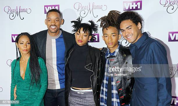 Actors Jada Pinkett Smith Will Smith singer/model Willow Smith actors Jaden Smith and Trey Smith attend the VH1's 'Dear Mama' taping at St...