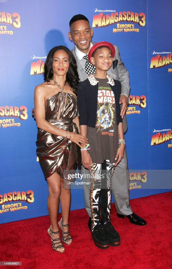 Actors <a gi-track='captionPersonalityLinkClicked' href=/galleries/search?phrase=Jada+Pinkett+Smith&family=editorial&specificpeople=201837 ng-click='$event.stopPropagation()'>Jada Pinkett Smith</a>, <a gi-track='captionPersonalityLinkClicked' href=/galleries/search?phrase=Willow+Smith&family=editorial&specificpeople=869488 ng-click='$event.stopPropagation()'>Willow Smith</a> and <a gi-track='captionPersonalityLinkClicked' href=/galleries/search?phrase=Will+Smith+-+Actor+-+Born+1968&family=editorial&specificpeople=156403 ng-click='$event.stopPropagation()'>Will Smith</a> attend the 'Madagascar 3: Europe's Most Wanted' premiere at the Ziegfeld Theater on June 7, 2012 in New York City.