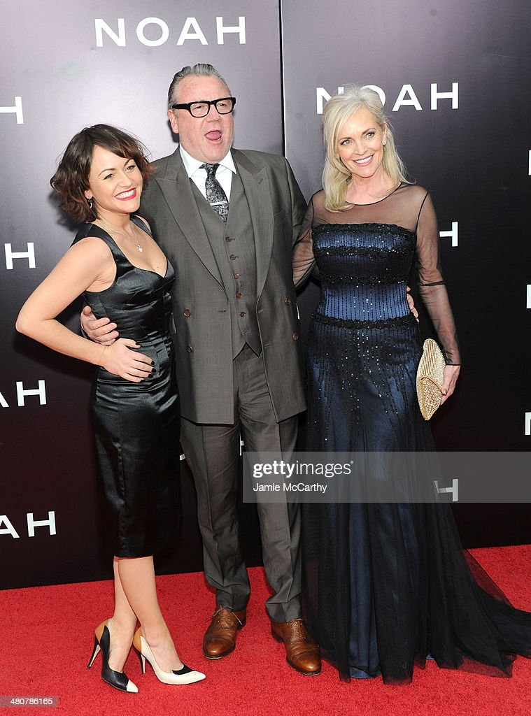 Actors <a gi-track='captionPersonalityLinkClicked' href=/galleries/search?phrase=Jaime+Winstone&family=editorial&specificpeople=834918 ng-click='$event.stopPropagation()'>Jaime Winstone</a>, <a gi-track='captionPersonalityLinkClicked' href=/galleries/search?phrase=Ray+Winstone&family=editorial&specificpeople=215084 ng-click='$event.stopPropagation()'>Ray Winstone</a> and Elaine Winstone attend the 'Noah' New York premiere at Ziegfeld Theatre on March 26, 2014 in New York City.