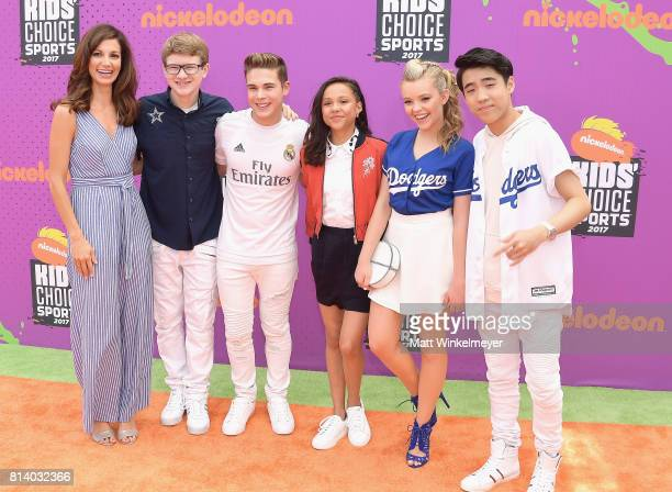 Actors Jama Williamson Aidan Miner Ricardo Hurtado Breanna Yde Jade Pettyjohn and Lance Kim attend Nickelodeon Kids' Choice Sports Awards 2017 at...