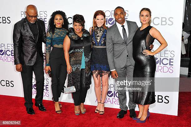 Actors James Pickens Jr Kelly McCreary Chandra Wilson Sarah Drew Jason George and Camilla Luddington of 'Grey's Anatomy' attend at People's Choice...