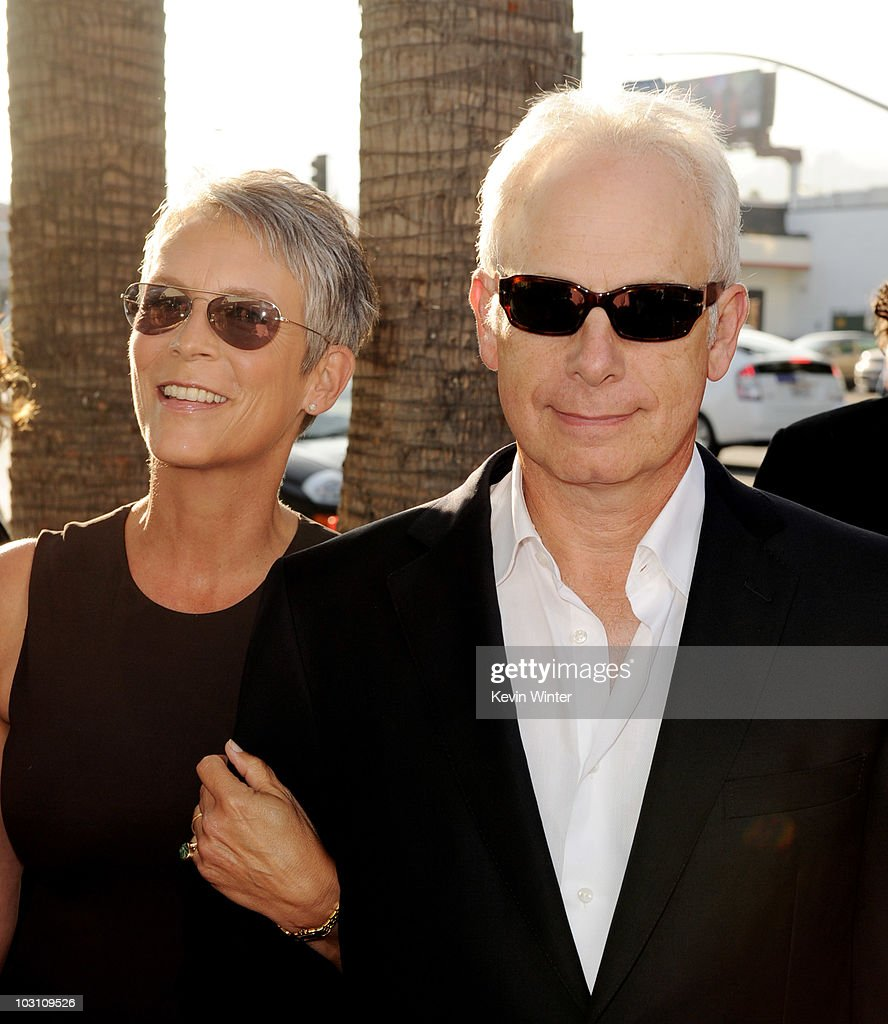 Premiere of warner bros flipped arrivals getty images for Jamie lee curtis husband christopher guest