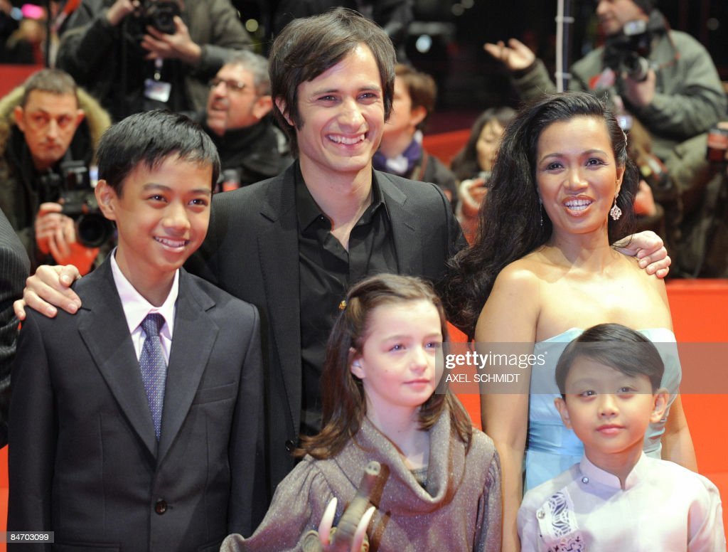 Actors (Front from L) Jan Nicdao, Sophie Nyweide and Martin Delos Santos, and Mexican actor Gael Garcia Bernal (C) , Filipina actress Marife Necesito pose on the red carpet ahead of the premiere of the film 'Mammoth' by Swedish director Lukas Moodysson and presented in competition at the 59th Berlinale Film Festival in Berlin February 8, 2009. The Berlinale is taking place from February 5 to 15, 2009 with 18 productions vying for the coveted Golden Bear for best picture to be awarded February 14.