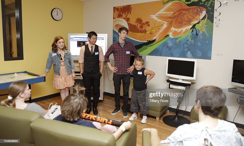 Actors Jane Levy Osric Chau Thomas Mann and Jackson Nicoll meet patients at 'Fun Size' Special Screening At Children's Hospital Los Angeles at...