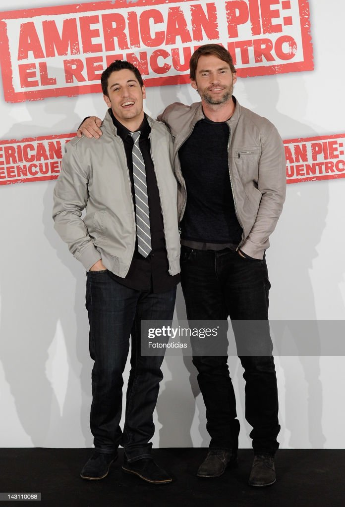 Actors <a gi-track='captionPersonalityLinkClicked' href=/galleries/search?phrase=Jason+Biggs+-+Attore&family=editorial&specificpeople=210701 ng-click='$event.stopPropagation()'>Jason Biggs</a> and Sean William Scott attend a photocall for 'American Pie: Reunion' (American Pie: El Reencuentro) at the Villamagna Hotel on April 19, 2012 in Madrid, Spain.
