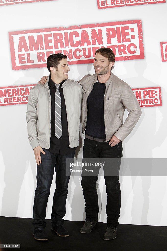Actors Jason Biggs (L) and Seann William Scott (R) attend 'American Pie: Reunion' (American Pie: El Reencuentro) photocall at Villamagna Hotel on April 19, 2012 in Madrid, Spain.