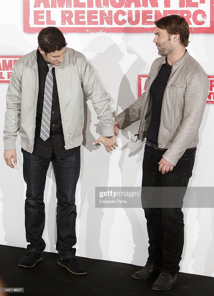 Actors Jason Biggs (L) and Seann William Scott (R) attend 'American Pie: Reunion' (American Pie: El Reencuentro) photocall at Villamagna Hotel on April 19, 2012 in Madrid, Spain.