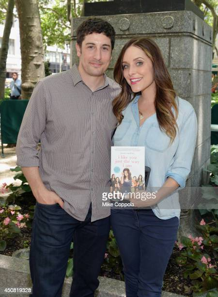 Actors Jason Biggs and wife/author Jenny Mollen pose for a picture at the 'Word For Word' author event with Jason Biggs and Jenny Mollen on June 18...