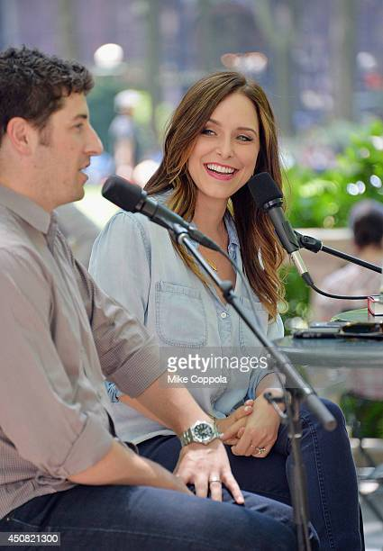 Actors Jason Biggs and wife/author Jenny Mollen speak to a crowd at the 'Word For Word' author event with Jason Biggs and Jenny Mollen on June 18...