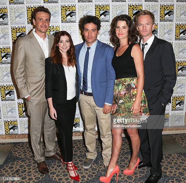 Actors Jason Segel Alyson Hannigan Josh Radnor Cobie Smulders and Neil Patrick Harris attend the 'How I Met Your Mother' press line during ComicCon...