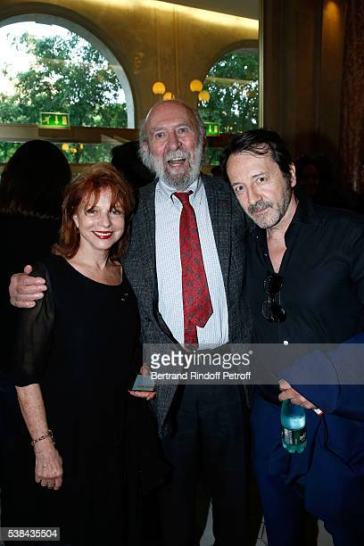 Actors JeanPierre Marielle standing between his wife and JeanHugues Anglade attend the Concert of Patrick Bruel at Theatre Du Chatelet on June 6 2016...