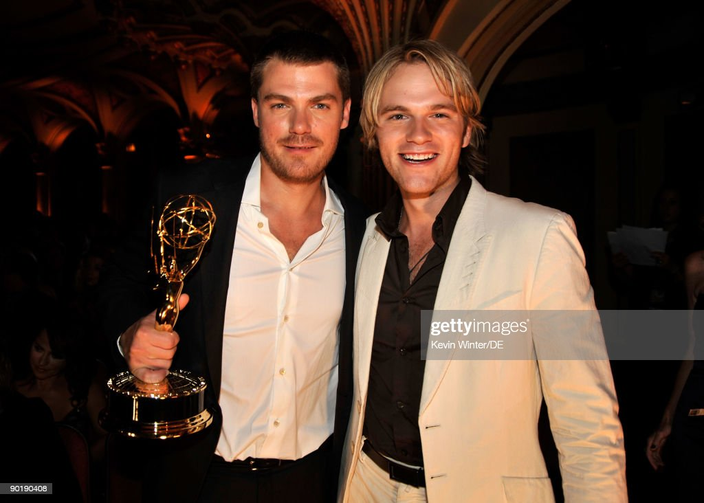 Actors Jeff Branson (L) winner of the Emmy for Outstanding Supporting Actor in a Drama Series and Van Hansis pose at the 36th Annual Daytime Emmy Awards at The Orpheum Theatre on August 30, 2009 in Los Angeles, California.