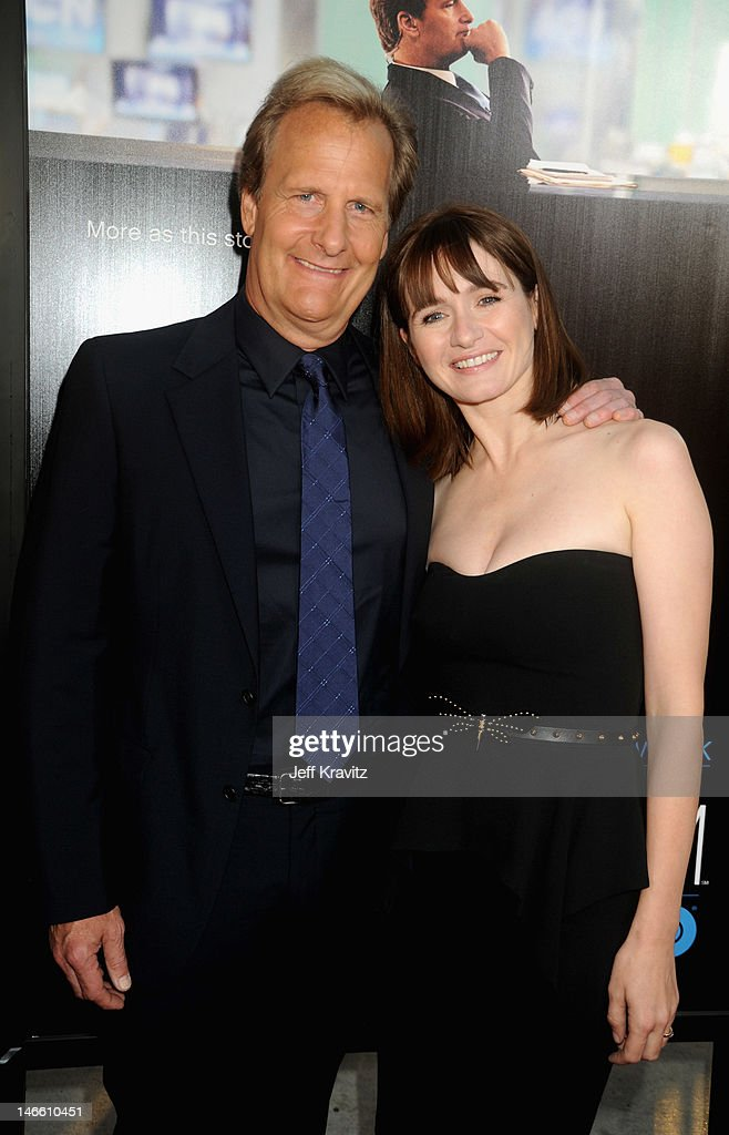 Actors Jeff Daniels and <a gi-track='captionPersonalityLinkClicked' href=/galleries/search?phrase=Emily+Mortimer&family=editorial&specificpeople=202561 ng-click='$event.stopPropagation()'>Emily Mortimer</a> arrive at HBO's New Series 'Newsroom' Los Angeles Premiere at ArcLight Cinemas Cinerama Dome on June 20, 2012 in Hollywood, California.