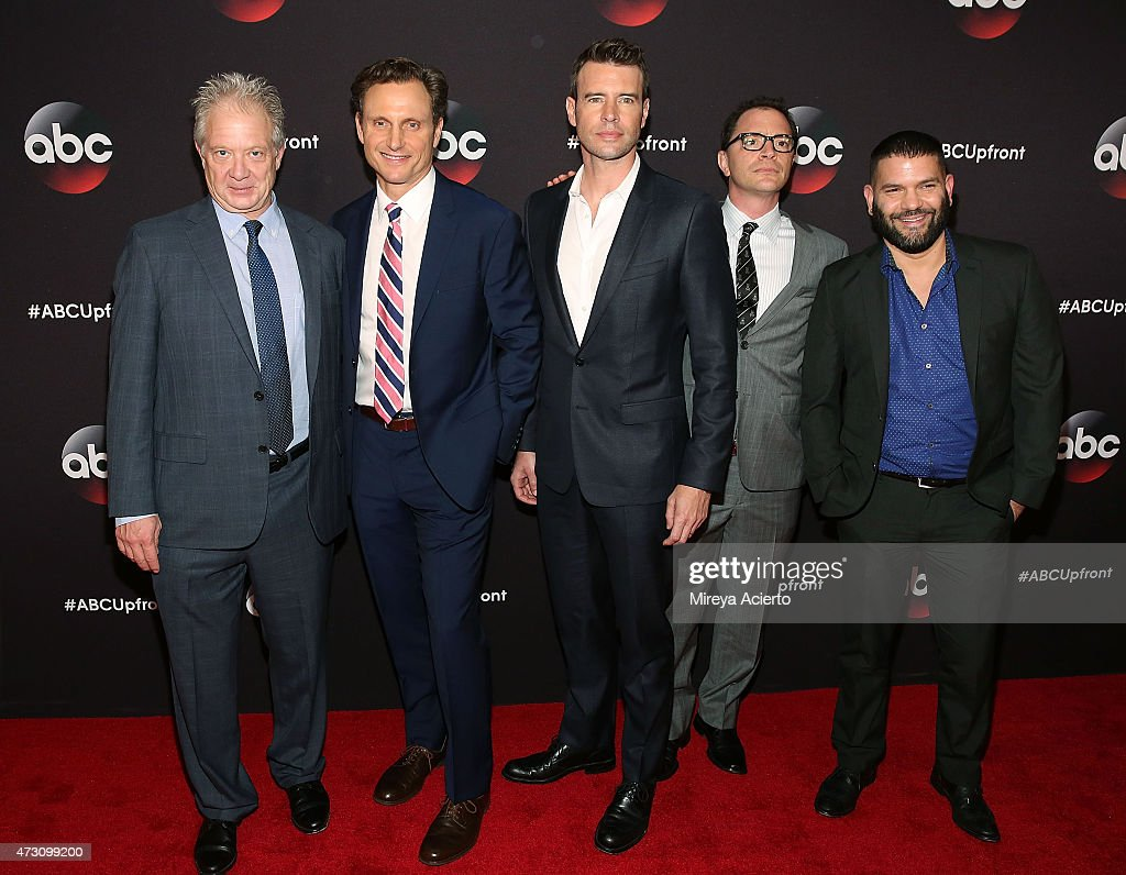 Actors Jeff Perry Tony Goldwyn Scott Foley Josh Malina and Guillermo Diaz attend the 2015 ABC NY Upfront Presentation at Avery Fisher Hall at Lincoln...