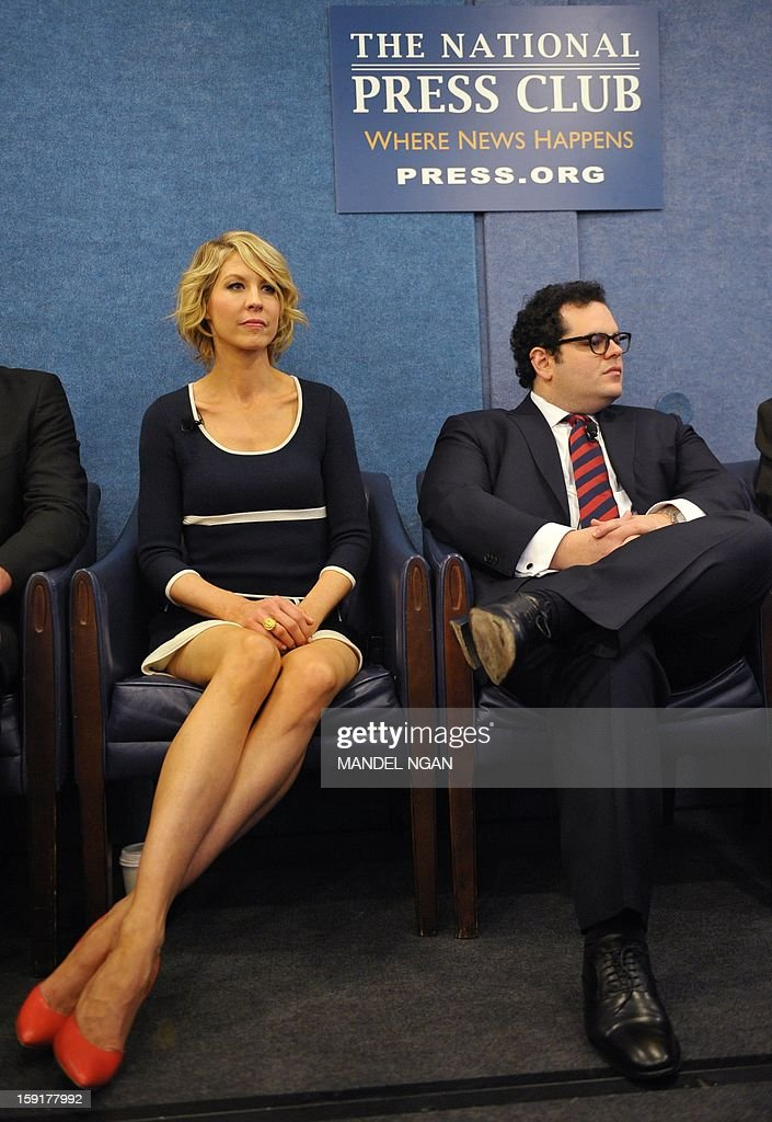 Actors Jenna Elfman (L) and Josh Gad are seen during a press conference with the cast and producers of NBC comedy '1600 Penn' on January 9, 2013 at the National Press Club in Washington, DC. AFP PHOTO/Mandel NGAN