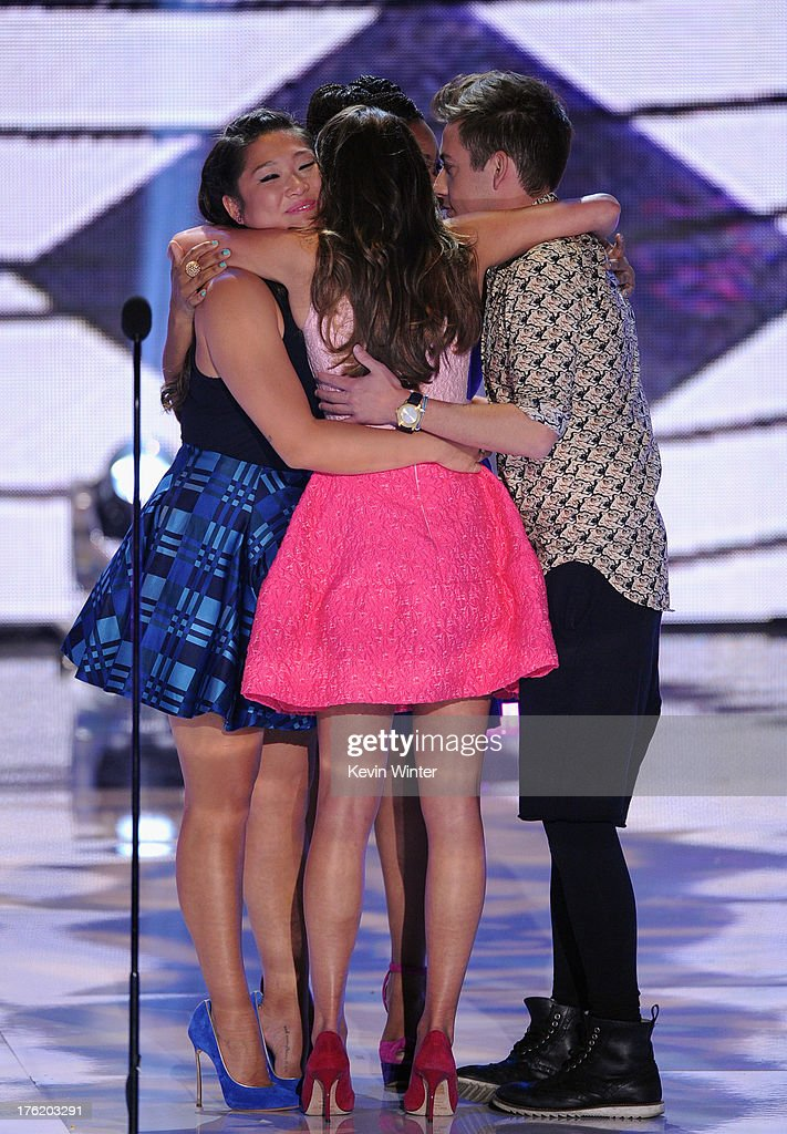 Actors Jenna Ushkowitz, Lea Michele, Amber Riley and Kevin McHale accept Choice TV Show: Comedy award for 'Glee' onstage during the Teen Choice Awards 2013 at Gibson Amphitheatre on August 11, 2013 in Universal City, California.