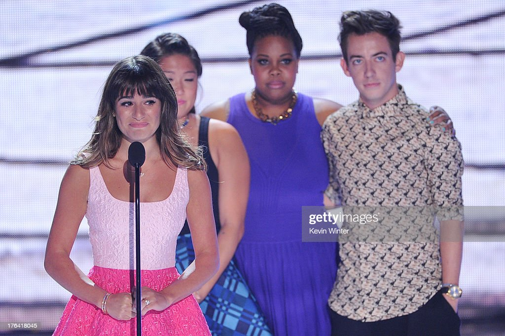 Actors Jenna Ushkowitz, Lea Michele, Amber Riley and Kevin McHale accept Choice TV Show: Comedy award for 'Glee' onstage at the Teen Choice Awards 2013 at the Gibson Amphitheatre on August 11, 2013 in Universal City, California.