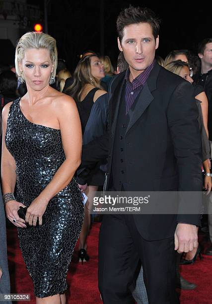 Actors Jennie Garth and Peter Facinelli arrive at the Los Angeles premiere of Summit Entertainment's 'The Twilight Saga New Moon' at Mann Westwood on...