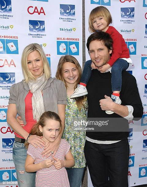 Actors Jennie Garth and Peter Facinelli with daughters Fiona Eve Facinelli Luca Bella Facinelli and Lola Ray Facinelli attend the 1st annual Milk...