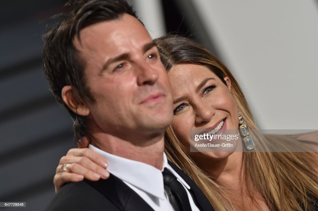 Actors Jennifer Aniston and Justin Theroux arrive at the 2017 Vanity Fair Oscar Party Hosted By Graydon Carter at Wallis Annenberg Center for the Performing Arts on February 26, 2017 in Beverly Hills, California.