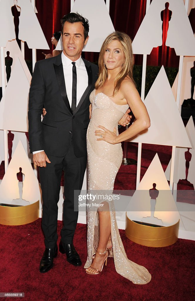 Actors Jennifer Aniston (R) and Justin Theroux arrive at the 87th Annual Academy Awards at Hollywood & Highland Center on February 22, 2015 in Hollywood, California.