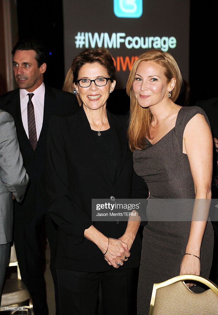 Actors <a gi-track='captionPersonalityLinkClicked' href=/galleries/search?phrase=Jennifer+Westfeldt&family=editorial&specificpeople=228494 ng-click='$event.stopPropagation()'>Jennifer Westfeldt</a> (R) and <a gi-track='captionPersonalityLinkClicked' href=/galleries/search?phrase=Annette+Bening&family=editorial&specificpeople=202568 ng-click='$event.stopPropagation()'>Annette Bening</a> attend the 2012 Courage in Journalism Awards hosted by the International Women's Media Foundation held at the Beverly Hills Hotel on October 29, 2012 in Beverly Hills, California.