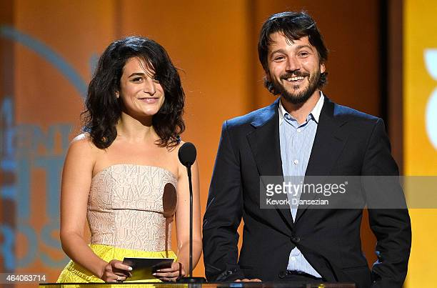Actors Jenny Slate and Diego Luna speak onstage during the 2015 Film Independent Spirit Awards at Santa Monica Beach on February 21 2015 in Santa...