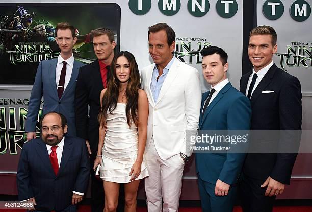 Actors Jeremy Howard Danny Woodburn Alan Ritchson Megan Fox Will Arnett Noel Fisher and Pete Ploszek attend the premiere of Paramount Pictures'...