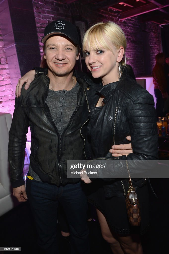 Actors <a gi-track='captionPersonalityLinkClicked' href=/galleries/search?phrase=Jeremy+Renner&family=editorial&specificpeople=708701 ng-click='$event.stopPropagation()'>Jeremy Renner</a> (L) and <a gi-track='captionPersonalityLinkClicked' href=/galleries/search?phrase=Anna+Faris&family=editorial&specificpeople=213899 ng-click='$event.stopPropagation()'>Anna Faris</a> attend the Audi Forum New Orleans at the Ogden Museum of Southern Art on February 1, 2013 in New Orleans, Louisiana.