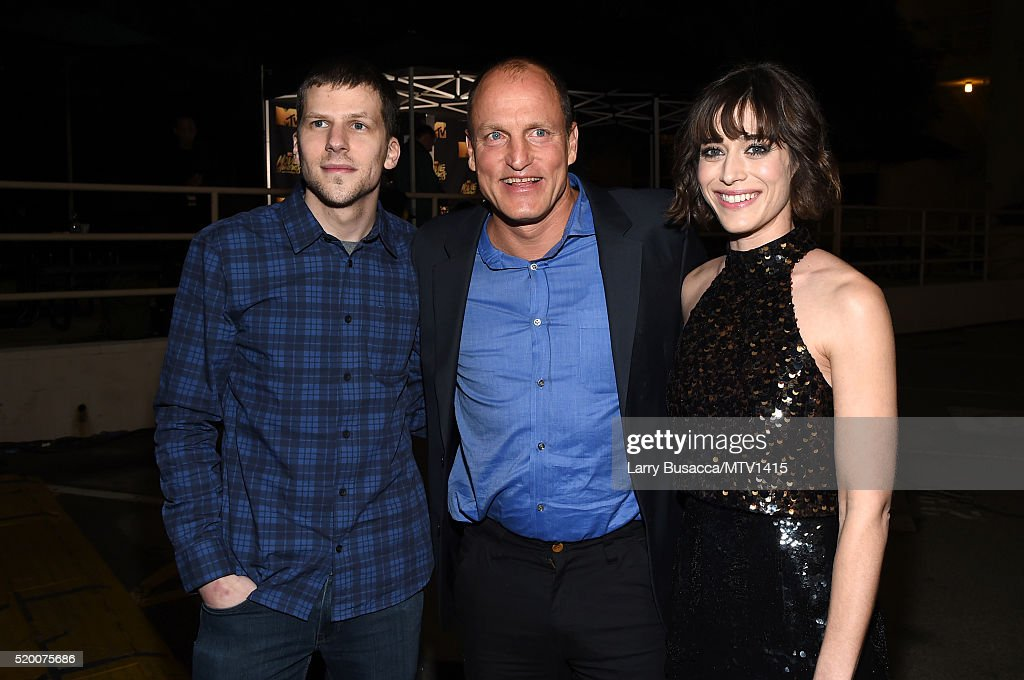 actors-jesse-eisenberg-woody-harrelson-and-lizzy-caplan-attend-the-picture-id520075686