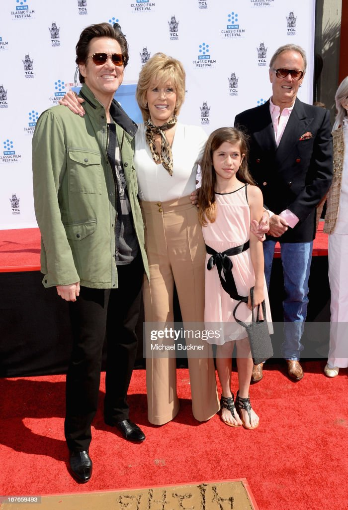 Actors <a gi-track='captionPersonalityLinkClicked' href=/galleries/search?phrase=Jim+Carrey&family=editorial&specificpeople=171515 ng-click='$event.stopPropagation()'>Jim Carrey</a>, <a gi-track='captionPersonalityLinkClicked' href=/galleries/search?phrase=Jane+Fonda&family=editorial&specificpeople=202174 ng-click='$event.stopPropagation()'>Jane Fonda</a>, granddaughter Viva Vadim and actor <a gi-track='captionPersonalityLinkClicked' href=/galleries/search?phrase=Peter+Fonda&family=editorial&specificpeople=213498 ng-click='$event.stopPropagation()'>Peter Fonda</a> attend actress <a gi-track='captionPersonalityLinkClicked' href=/galleries/search?phrase=Jane+Fonda&family=editorial&specificpeople=202174 ng-click='$event.stopPropagation()'>Jane Fonda</a>'s Handprint/Footprint Ceremony during the 2013 TCM Classic Film Festival at TCL Chinese Theatre on April 27, 2013 in Los Angeles, California. 23632_009_MB_0744.JPG