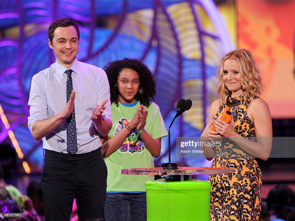 Actors <a gi-track='captionPersonalityLinkClicked' href=/galleries/search?phrase=Jim+Parsons&family=editorial&specificpeople=2480791 ng-click='$event.stopPropagation()'>Jim Parsons</a> (L) and <a gi-track='captionPersonalityLinkClicked' href=/galleries/search?phrase=Kristen+Bell&family=editorial&specificpeople=194764 ng-click='$event.stopPropagation()'>Kristen Bell</a> (R) onstage during Nickelodeon's 27th Annual Kids' Choice Awards held at USC Galen Center on March 29, 2014 in Los Angeles, California.