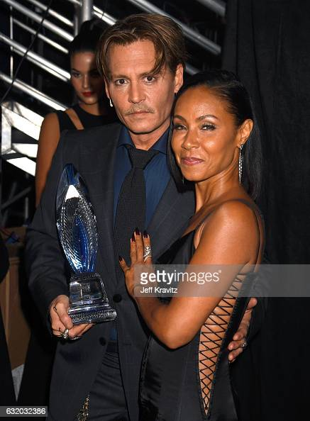 Actors Johnny Depp and Jada Pinkett Smith pose backstage at the People's Choice Awards 2017 at Microsoft Theater on January 18 2017 in Los Angeles...