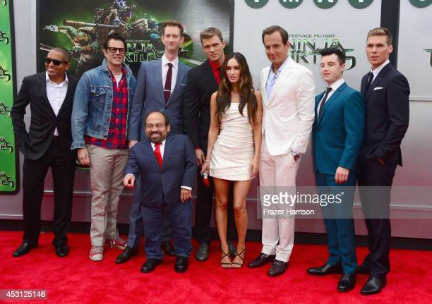 Actors Johnny Knoxville Jeremy Howard Alan Ritchson Megan Fox Will Arnett Noel Fisher Pete Ploszek and Danny Woodburn attend Paramount Pictures'...